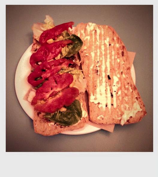 Xapata amb Pollastre a l'Ast, enciam i tomate de l'hort